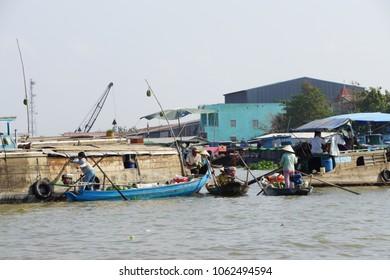 CAI RANG, VIETNAM - FEB 7, 2015 - Morning activity in the floating market on the Mekong River at  Cai Rang,  Vietnam