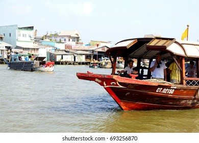 CAI RANG, VIETNAM - FEB 7, 2015 - Tourist tender boat visits the floating market on the Mekong River,  Vietnam