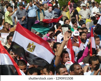 Cairo - Egypt - 1 april  2011 - Egyptian revolution - Many crowds carrying Egyptian flags and Libyan flags in Tahrir Square