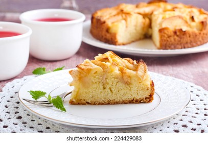 Cake with apple slices topping