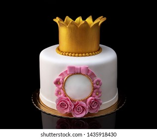 Cake with a crown for the girl's birthday.