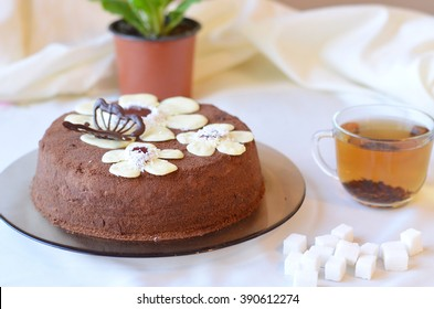 Cake decorated with black and white chocolate