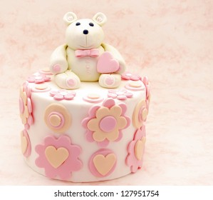 How to make a sponge birthday cake with fondant icing