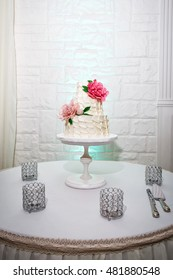 Cake decorated with pink flowers