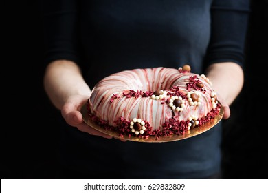 cake in the hands
