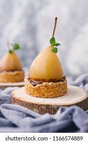 Cake with Pears and ice cream