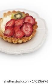 cake with strawberries and kiwi