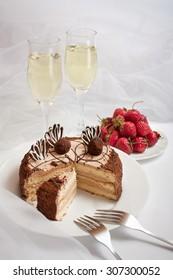 Cake strawberry and Wine