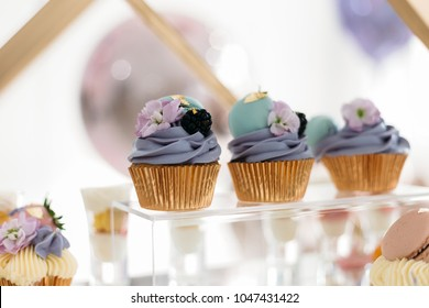 cakes. capcakes. purple cakes. sweet table. candy bar. purple capcakes