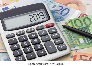 Calculator with Euro bills - 2019