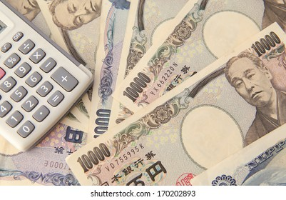 Calculator and Japanese Yen Note