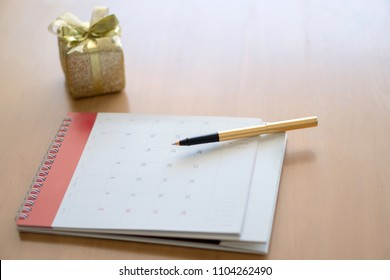 Calendar with gift box and bow.