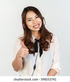 call center agent showing a thumbs up