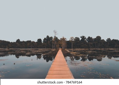 the calm lake of neak pean