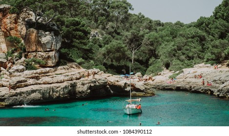 Calo des Moro is an incredibly beautiful beach situated deep inside a bay with sheer cliffs. The water is crystal clear with the most beautiful turquoise shades. Mallorca