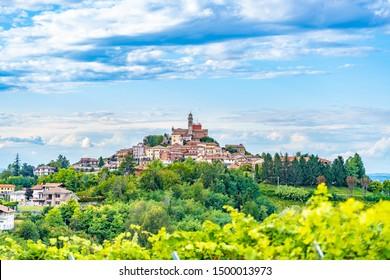 Calosso-Stadt, Costigliole d'Asti, Piemont, Italien. Weinprobe Monferrato -