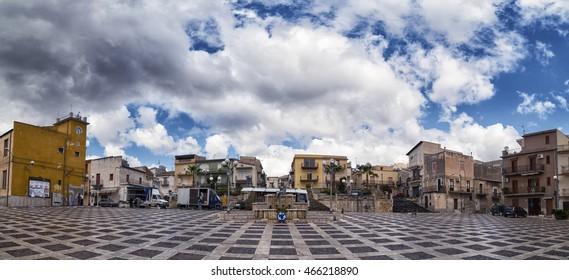 CALTABELLOTTA, ITALY - SEPTEMBER 21, 2015: Piazza Fontana a Sant'Anna, Inizio del Mercato.