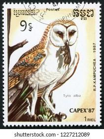 CAMBODIA - CIRCA 1987: stamp printed in Kampuchea shows tyto alba (barn owl) holding mouse; birds; CAPEX 87; Scott 792 A160 1 riel; circa 1987