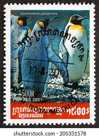 CAMBODIA - CIRCA 2001: a stamp printed in Cambodia shows King Penguin, Aptenodytes Patagonica, Penguin, circa 2001
