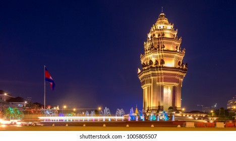 The Cambodia Independence Monument in Phnom Penh at night