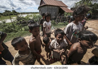 CAMBODIA - October 4,2016 : giving the snack for the combodia kids