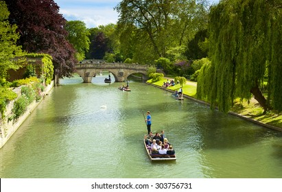 CAMBRIDGE, ENGLAND - MAY 28: Trinity College, University of Cambridge. Punting on the River Cam on May 28, 2015 in Cambridge