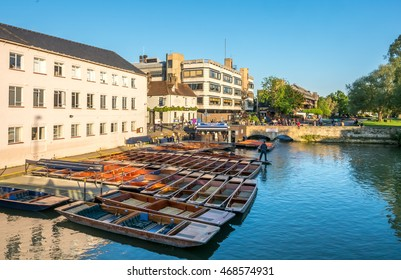 CAMBRIDGE - MAY 23: Cambridge chauffeur punt with boats in Cambridge, England, view from Silver street on May 23, 2016.