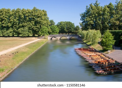 Cambridge is not only famous for the many colleges, but also for punting on river Cam.