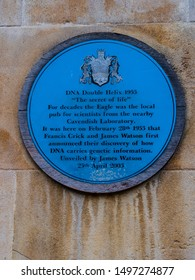 """CAMBRIDGE, UK - CIRCA OCTOBER 2018: Commemorative plaque of the discovery of the DNA by James Watson in the pub """"The Eagle"""" in February 1953"""