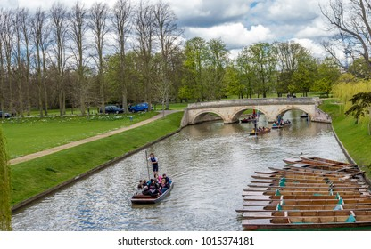 Cambridge, United kingdom - June 17, 2016 : People enjoying punting on a nice summer day on River Cam, Cambridge, Cambridgeshire, United Kingdom