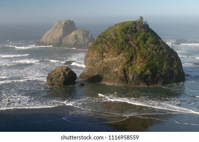 Camel Rock and offshore rocks, Tepona Point, Luffenholtz County Park, California, USA