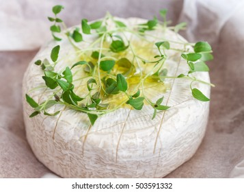 Camembert with thyme and olive oil for baking