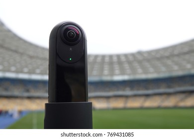 The camera that shoots 360 degrees in the background of the stadium. Close-up of the camera for live broadcasts.
