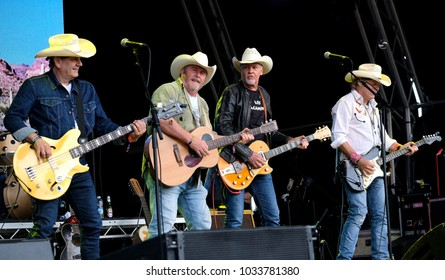Camp Bestival - 30th July, 2017: Guitarist and vocalist Drew Barfield with  Los Pacaminos performing at Camp Bestival, Lulworth, Dorset 30 July 2017, UK