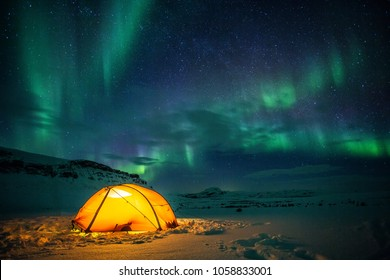 Camp under northern lights in the wintertime on the Kungsleden