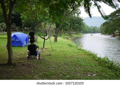Camping be side the river