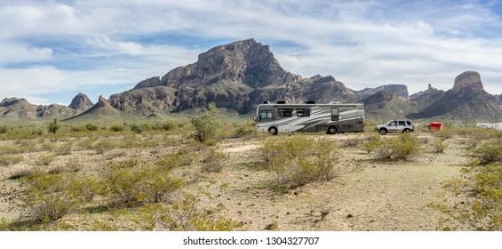 Camping at the foot of a big rock at Saddle Mountain BLM at the I10 near Phoenix, AZ, USA