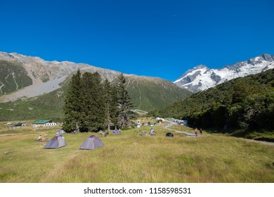 Campsites are places to relax, enjoy and explore the outdoors. Many campsites are found in New Zealand. Choose from alpine forest, lakeshores and sandy beaches. This is popular among nature-lovers.
