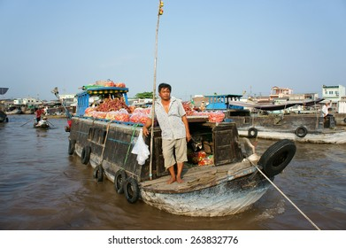 CAN THO, VIET NAM- MAR 24: Crowded atmosphere on Cai Rang floating market, group people with trade activity on farmer market of Mekong Delta, float open air market for travel, Vietnam, Mar 24, 2015