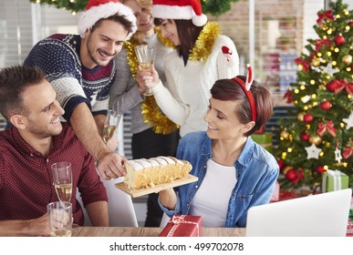 Can we try delicious Christmas cake