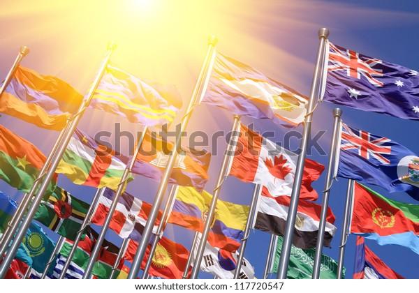 Canadá y el Reino Unido ondean banderas nacionales mundiales
