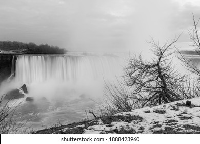 Canadian Horseshoe Niagara Waterfalls in Ontario, Canada