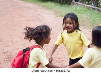 CANAIMA, VENEZUELA, 11 NOVEMBER 2010: girls playing during school break