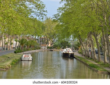 The Canal de Jonction runs through the French town Sallèles d'Aude. This is a part of the La Nouvelle branch of the Canal du Midi.