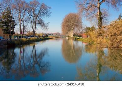 Canal du Midi at Villeneuve les Beziers, Herault, Languedoc, France