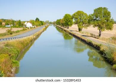 Canal latéral à la Loire in Burgundy, France