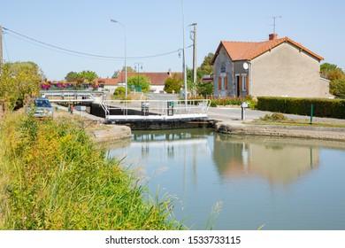 Canal latéral à la Loire in Burgundy, old sluice, France