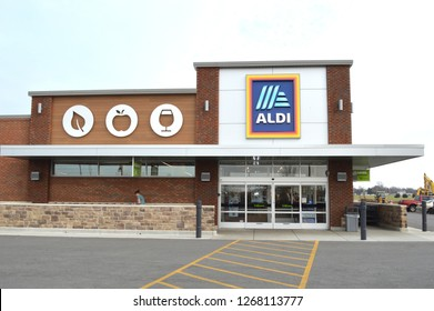 Canal Winchester,OH/USA November 24,2018: Aldi grocery store. Aldi is is a global discount supermarket chain based in Germany