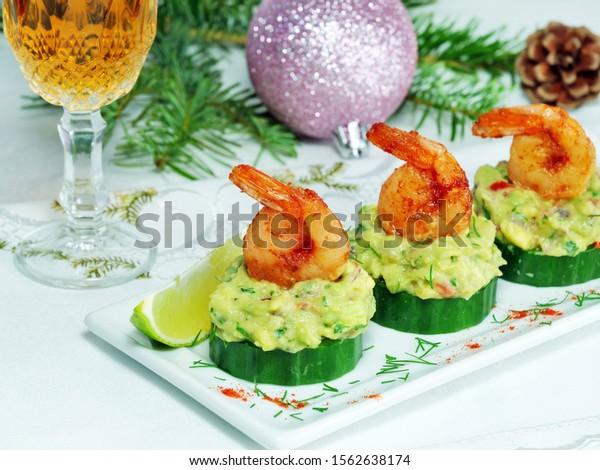 canape-cucumber-avocado-salad-shrimp-600