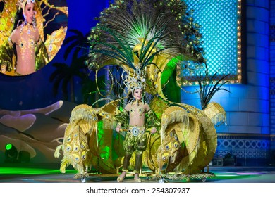 CANARY ISLAND, SPAIN - FEBRUARY 15, 2015: Yasnai Cabrera Nordelo onstage with costume called the sultan's daughter during city of Las Palmas carnival One Thousand and One Nights Junior Queen Gala
